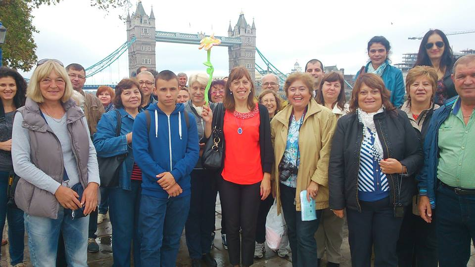 #BlueBadgeTouristGuide Galina Mladenova pictured with group from Bulgaria. Tower Bridge built 1886–1894 is seen in the backdrop.