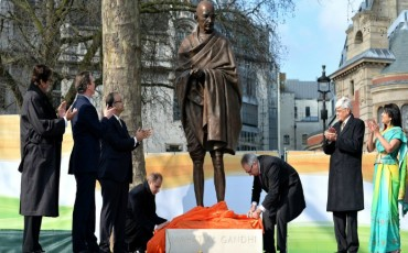 British PM unveils Mahatma Gandhi statue in London