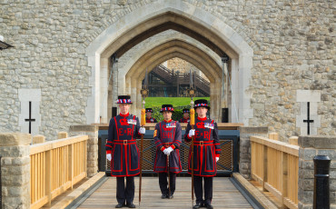 Tower of London - Yeoman Warders unveil a new working draw bridge.