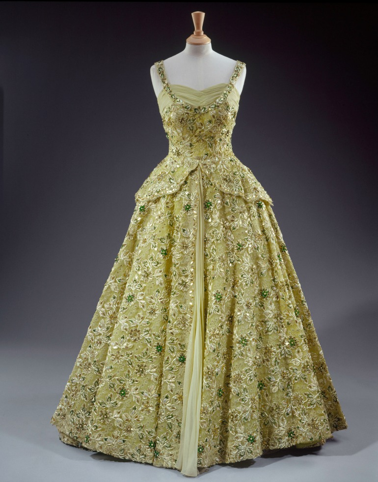 Sir Norman Hartnell, pale green crinoline evening gown made of silk chiffon and lace embroidered with sequins, pearls, beads and diamante. Worn by Her Majesty The Queen in 1957 during her visit to the United States of America as a guest of President Eisenhower. Photo Credit: ©Royal Collection Trust / © Her Majesty Queen Elizabeth II 2016.