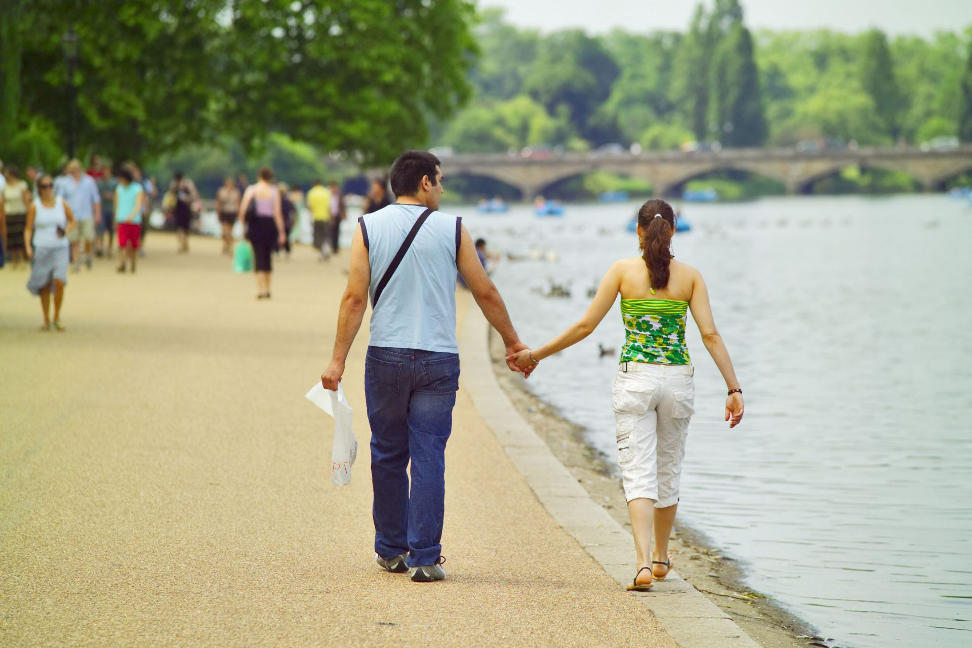 London Royal Parks: Couple walking at the edge of The Serpentine in London's Hyde Park. Photo Credit: ©Visit London Images.