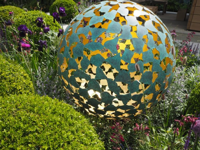 2016 Chelsea Flower Show: David Harber Sculpture. Photo Credit: ©Ursula Petula Barzey.