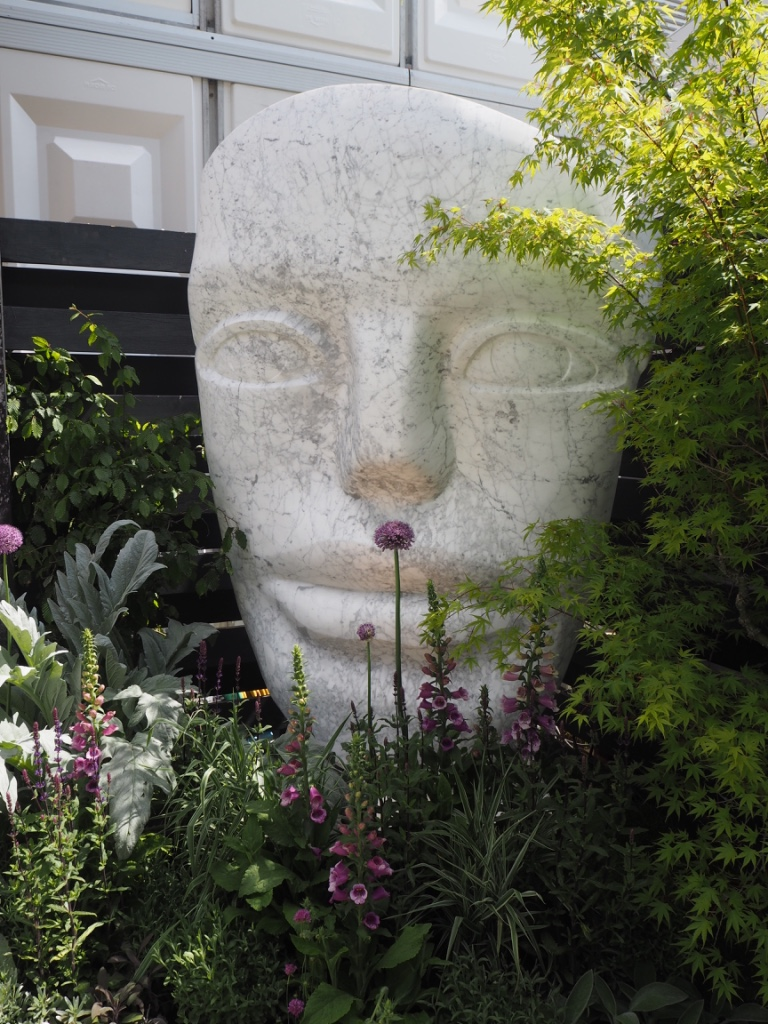2016 Chelsea Flower Show: Paul Vanstone head sculpture. Photo Credit: ©Ursula Petula Barzey.
