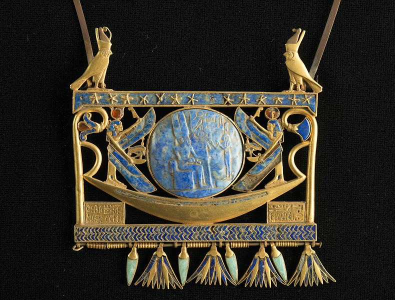 Pectoral in gold, lapis lazuli and glass paste, found in Tanis in the royal tomb of the Pharaoh Sheshonk II (~ 890 BC), Egyptian Museum, Cairo. Photo Credit: ©Christoph Gerig via Franck Goddio/Hilti Foundation.