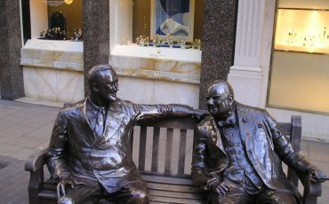 Statue of British Prime Minister Churchill & American President Roosevelt New Bond Street.  Photo Credit: ©André Leroux via Wikimedia Commons.