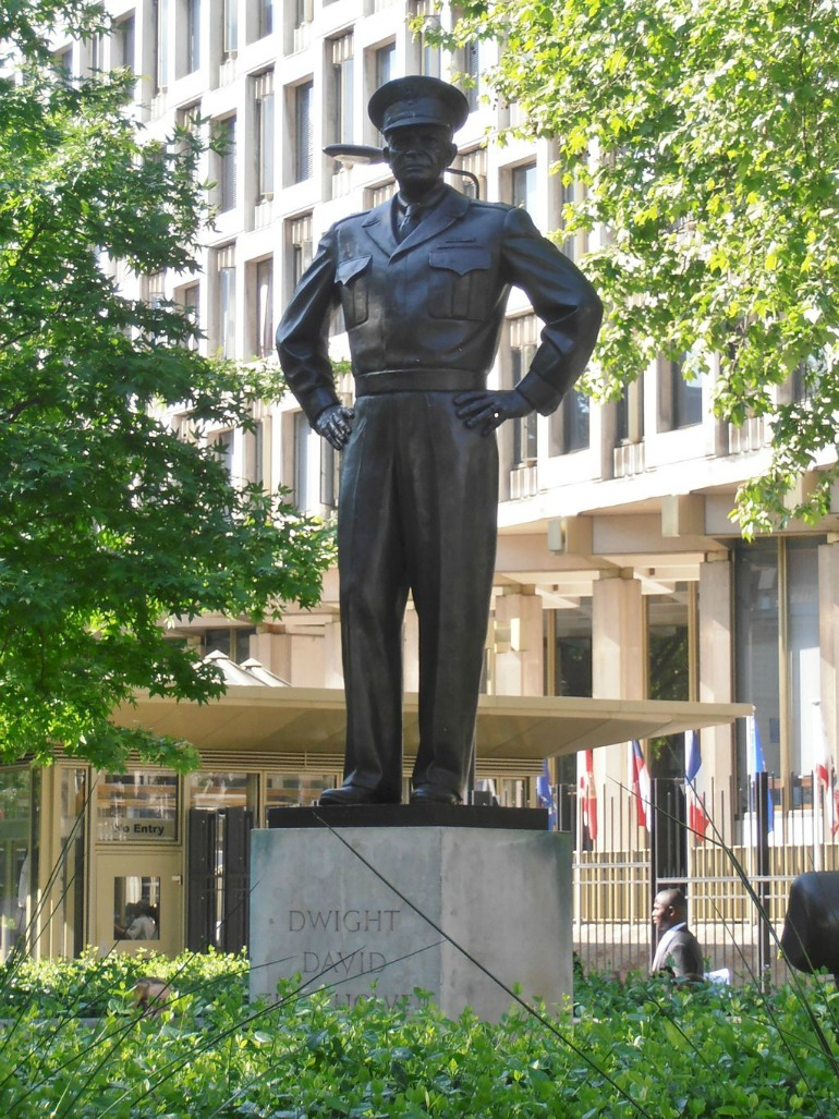Statute of United States President Dwight Eisenhower in London. Photo Credit: ©Ham via Wikimedia Commons.