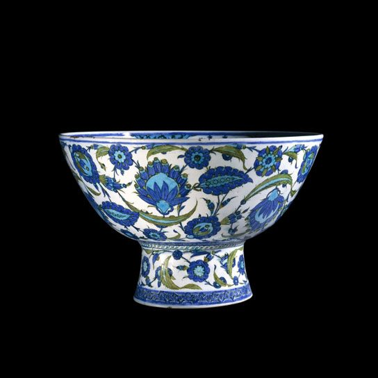 British Museum: Iznik Pottery Basin. Photo Credit: ©British Museum.