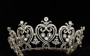 The Manchester Tiara was made by Cartier, Paris, in 1903 to the order of Consuelo, Dowager Duchess of Manchester. Photo Credit: © Victoria & Albert Museum, London.