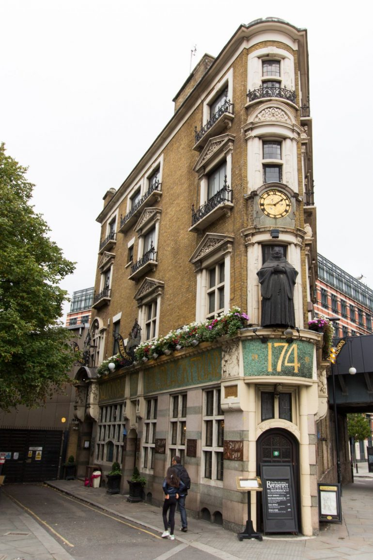 The Black Friar Pub. Photo Credit: © By The Wub via Wikimedia Commons.
