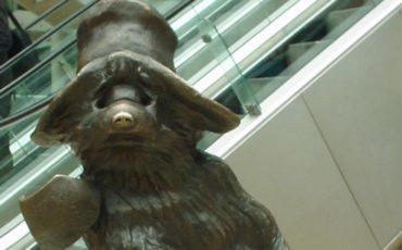 Bronze statue of Paddington Bear, by sculptor Marcus Cornish. Photo Credit: © Lonpicman via Wikipedia Commons.