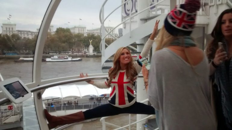 NFL International Series: Cheerleaders at London Eye. Photo Credit: © Sarah Reynolds.