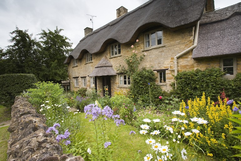 The Cotswolds: A traditional stone Cotswold cottage in the village of Kingham, Walk 8 - Kingham, Churchill. Photo Credit: © Nick Turner via Visit England / Cotswolds Tourism.