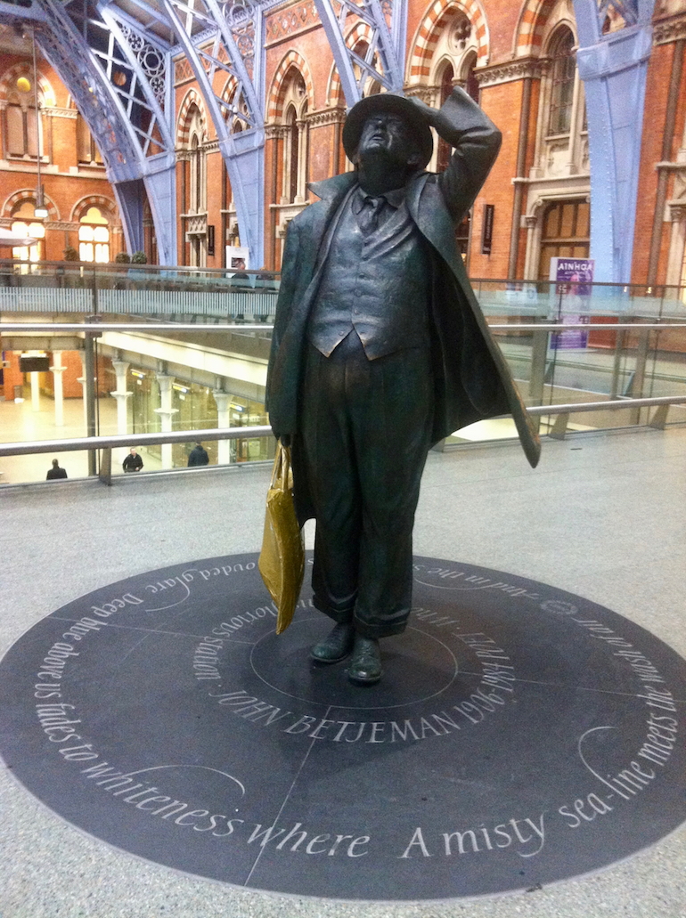 Saint Pancras International Station in London: John Betjeman Statue by Martin Jennings. Photo Credit: © Ursula Petula Barzey.