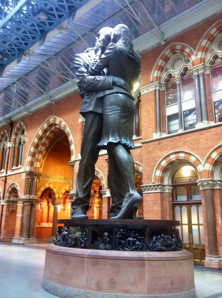 Saint Pancras International Station in London: The Meeting Place (The Lovers) sculpture by Paul Day. Photo Credit: © Ursula Petula Barzey.