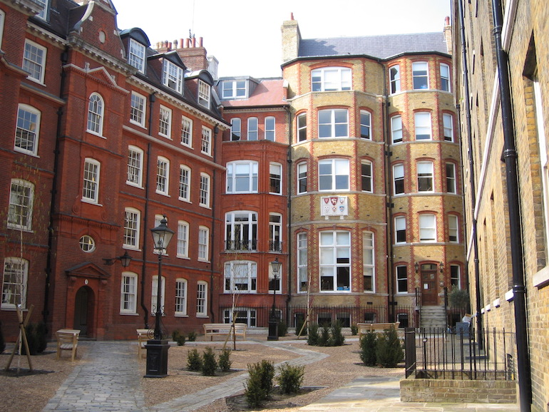 Four Inns of Court: Hare Court, within the Inner Temple. Photo Credit: © Chris via Wikimedia Commons.