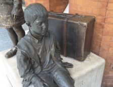Kindertransport memorial in Liverpool Street station. Photo Credit: © Ingrid M Wallenborg.