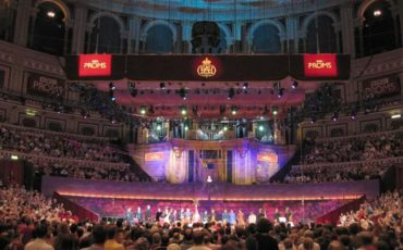 A promenade concert in the Royal Albert Hall. Photo Credit: © MykReeve via Wikimedia Commons.