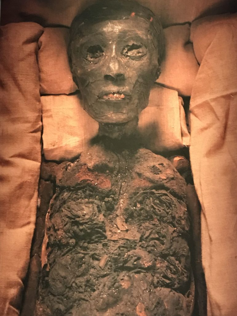 Tutankhamun London Exhibition_Tutankhamun mummy. Photo Credit: © Edwin Lerner.