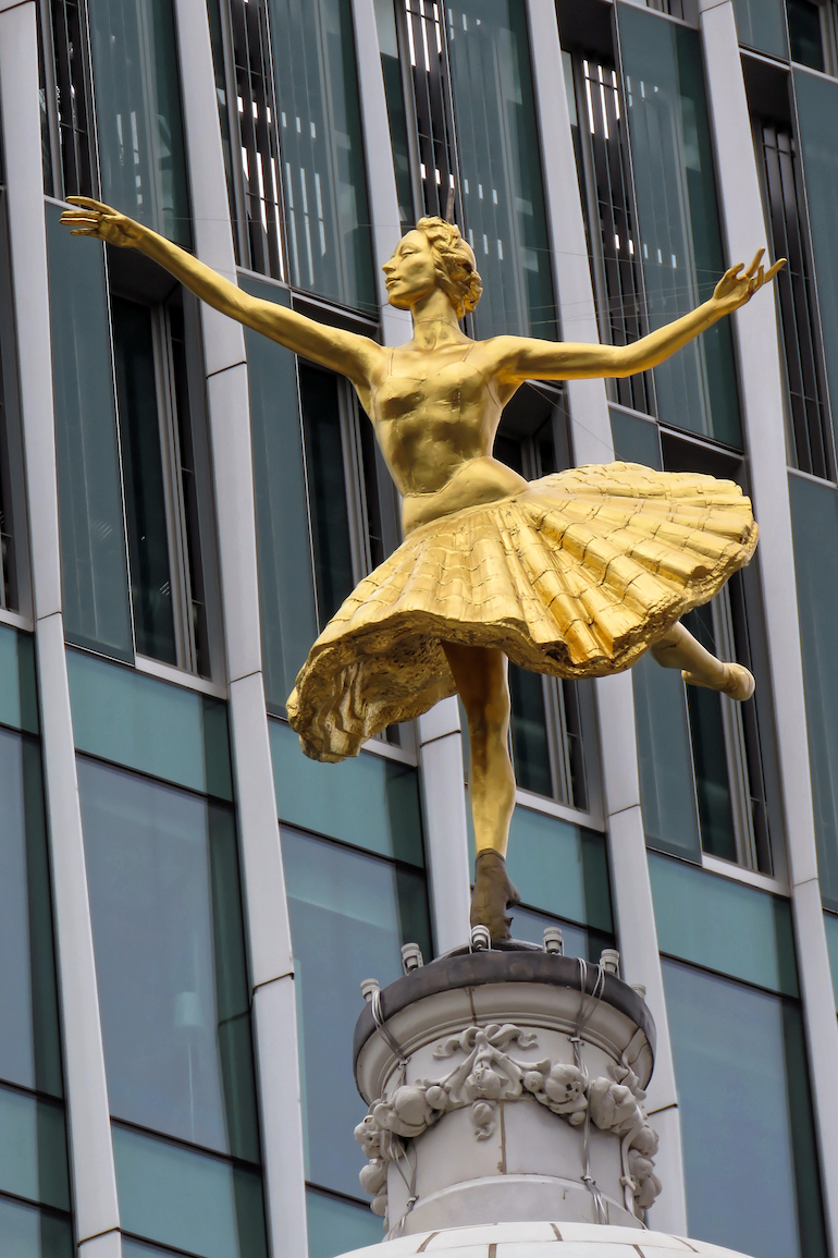 Statue of Anna Pavlova on the cupola dome of Victoria Palace Theatre in London. Photo Credit: © Acabashi via Wikimedia Commons.