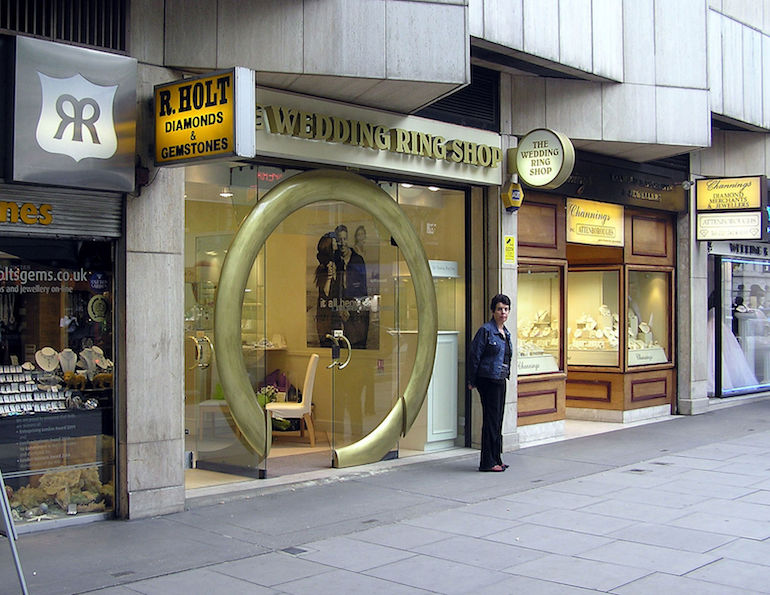 Wedding ring shop, Hatton Garden in London. Photo Credit: © Adrian Pingstone via Wikimedia Commons.