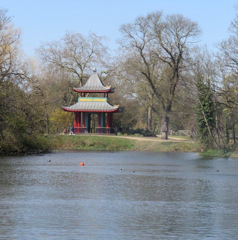 Chinese pagoda, Victoria Park, Bow, East London. Photo Credit: ©Steve Fallon.