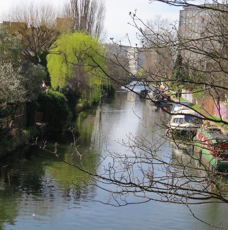 Hertford Union Canal & towpath, Bow, East London. Photo Credit: ©Steve Fallon.