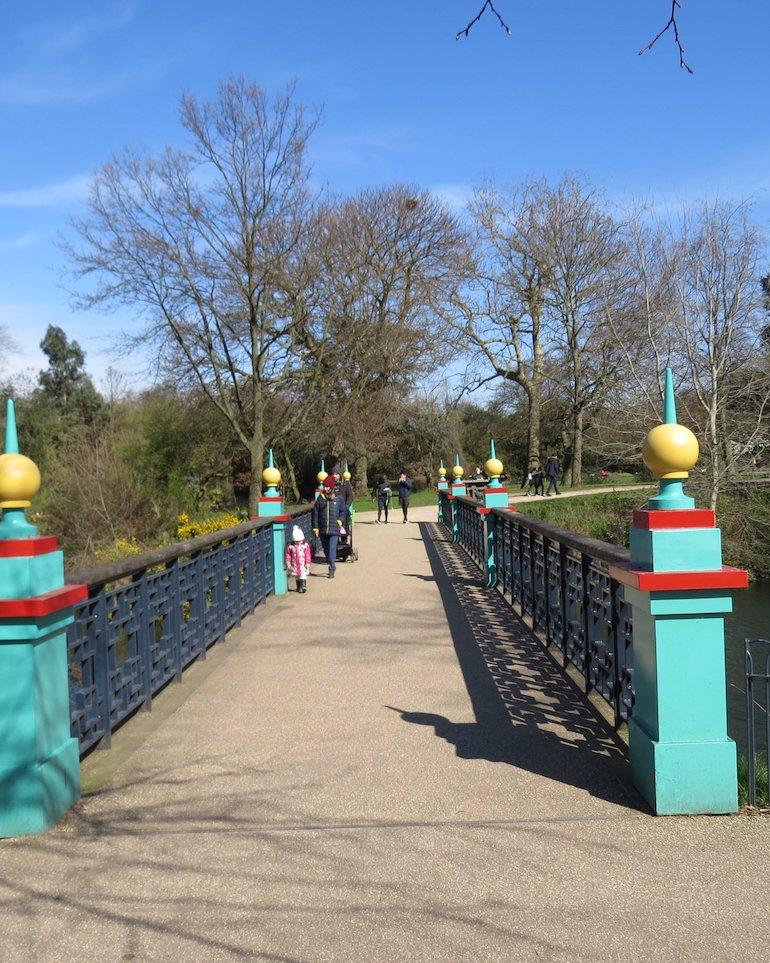 Pennethorne Bridge, Victoria Park, Bow, East London.  Photo Credit: © Steve Fallon.