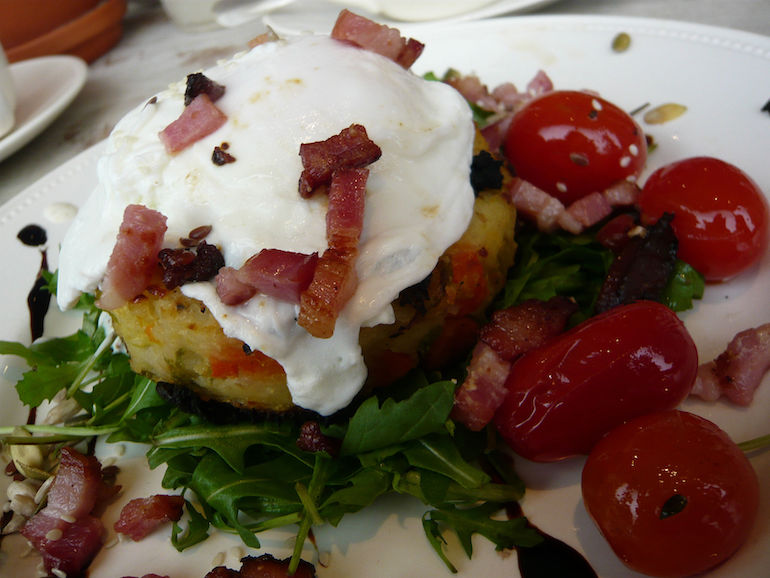 Bubble and squeak topped with poached egg. Photo Credit: ©WordRidden via Wikimedia Commons.