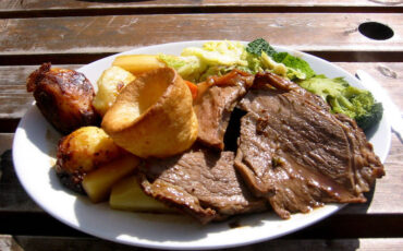 English Sunday lunch with roast beef, roast potatoes, vegetables and Yorkshire pudding. Photo Credit: © Jeremy Keith via Wikimedia Commons.