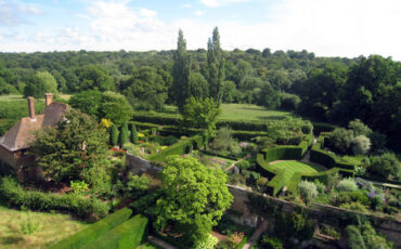 Formal Gardens at Sissinghurst Castle. Photo Credit: © Oast House Archive via Wikimedia Commons.
