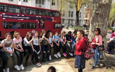 Blue Badge Tourist Guide Olga Romano speaks to students outside Westminster Abbey. Photo Credit: ©Olga Romano.