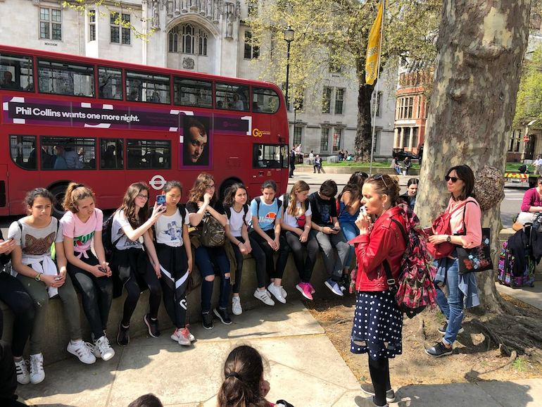 Blue Badge Tourist Guide Olga Romano speaks to students outside Westminster Abbey. Photo Credit: © Olga Romano.
