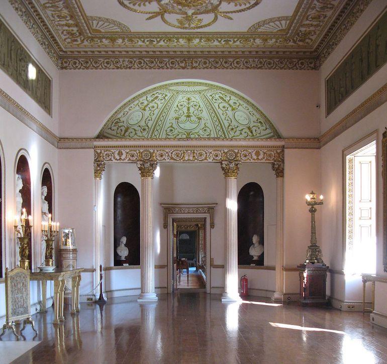 Interior of Syon House. Photo Credit: ©Charlotte Gilhooly via Wikimedia Commons.