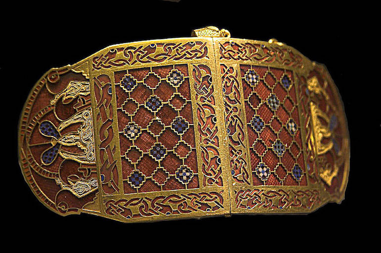 Shoulder clasp (closed) from the Sutton Hoo ship burial. Photo Credit: © Rob Roy via Wikimedia Commons.