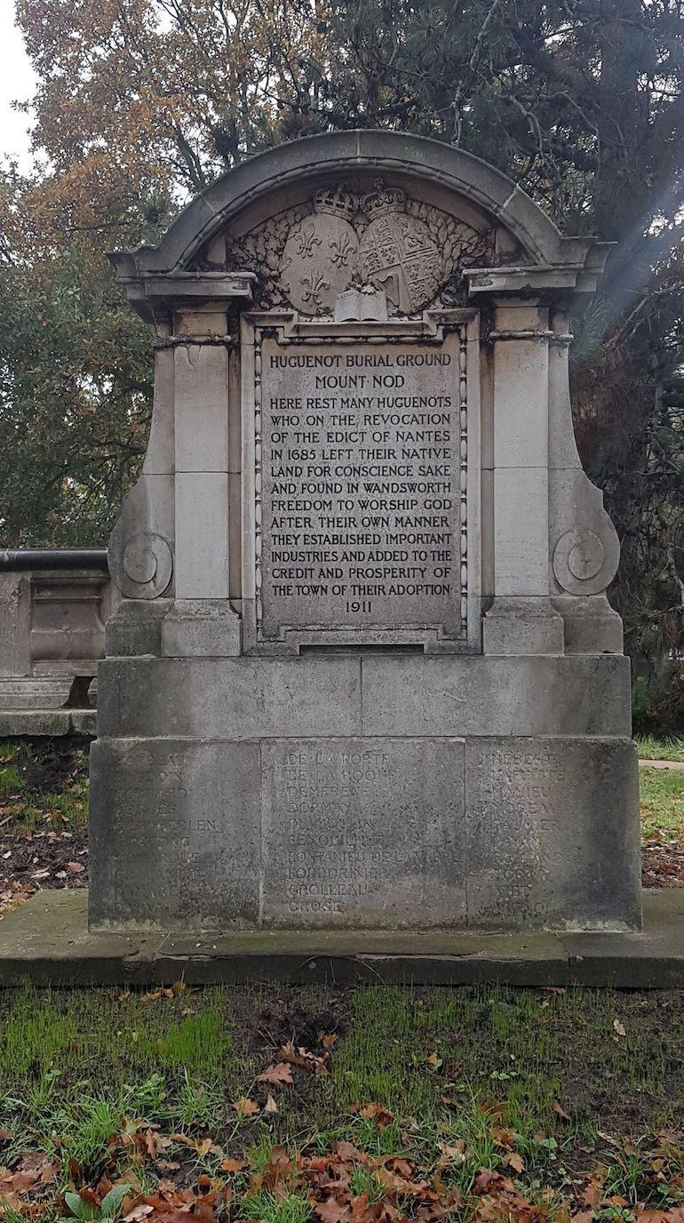 Huguenot memorial at Mount Nod Cemetery. Photo Credit: © Christopher Hayden.