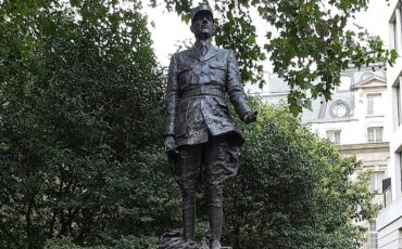 Statue of Charles de Gaulle in London. Photo Credit: © Giogo via Wikimedia Commons.