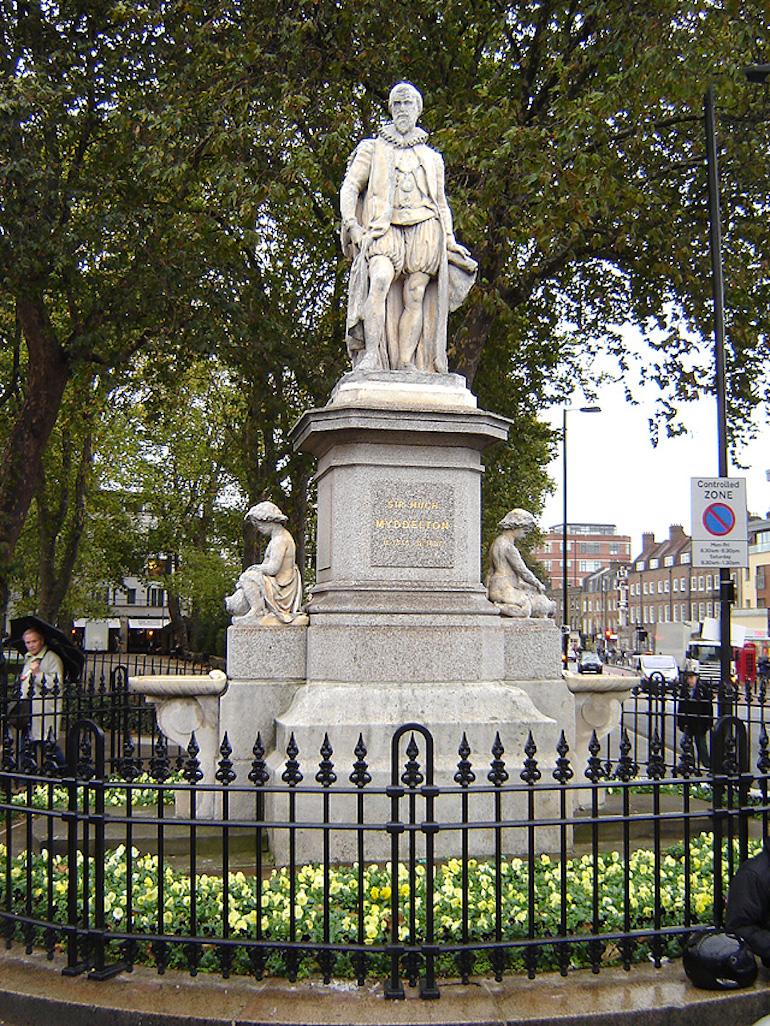 Statue of Sir Hugh Myddelton by John Thomas, on Islington Green. Photo Credit: © Tarquin Binary via Wikimedia Commons.