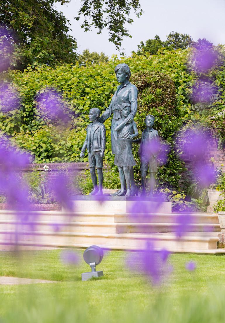 Prince Diana Statue at Kensington Palace by Sculptor Ian Rank-Broadley. Photo Credit: Adam Budhram at Historic Royal Palaces.